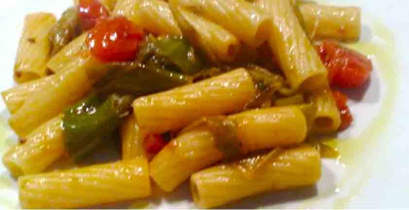 Rigatone di Gragnano, peperoncini verdi e provola affumicata di Agerola
