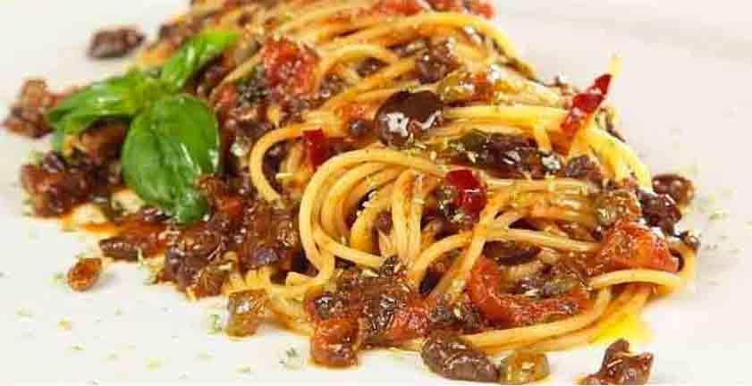 Spaghetti al pesto eoliano