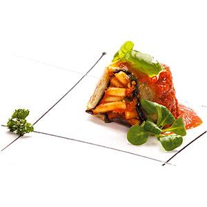dôme de pâtes avec parmigiana aux aubergines