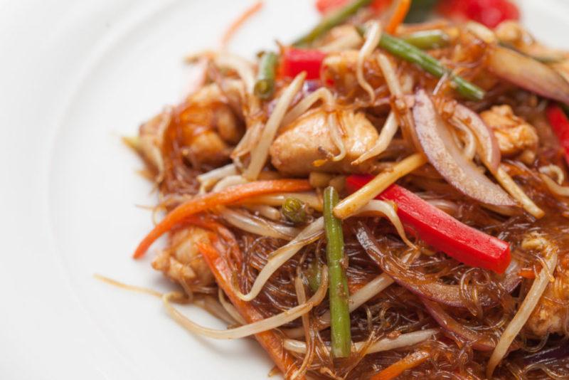 spaghetti-di-soia-con-pollo-e-verdure-al-curry.jpg