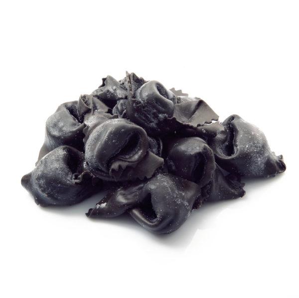 Ravioli al nero con gamberi e capesante