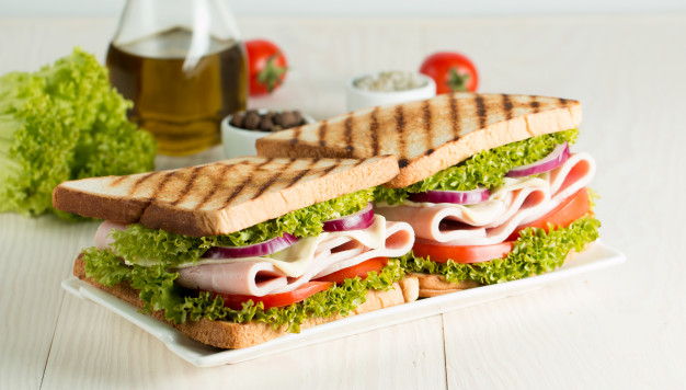 foto-di-close-up-di-un-club-sandwich_105495-18