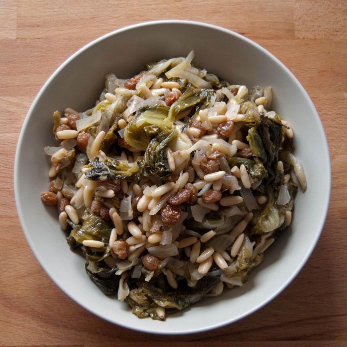 recette-italienne-scarole-pignons-de-pin-et-raisins-secs