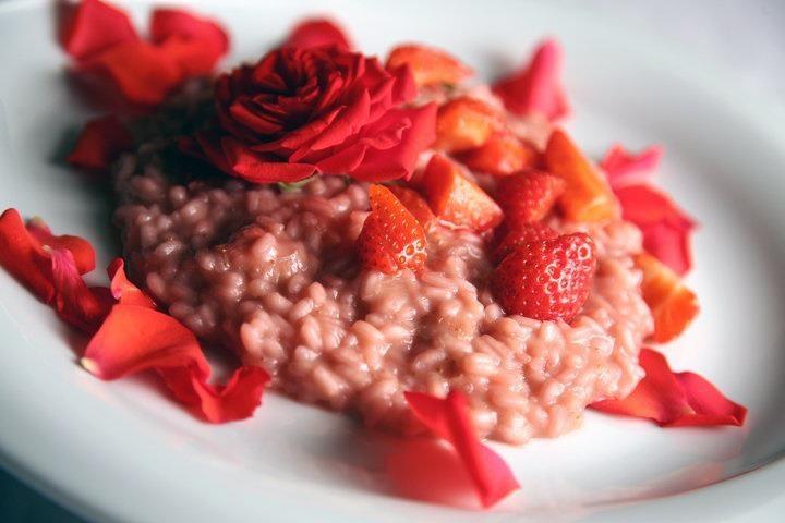 risotto fragole, champagne e petali di rose di Francesco Spelta